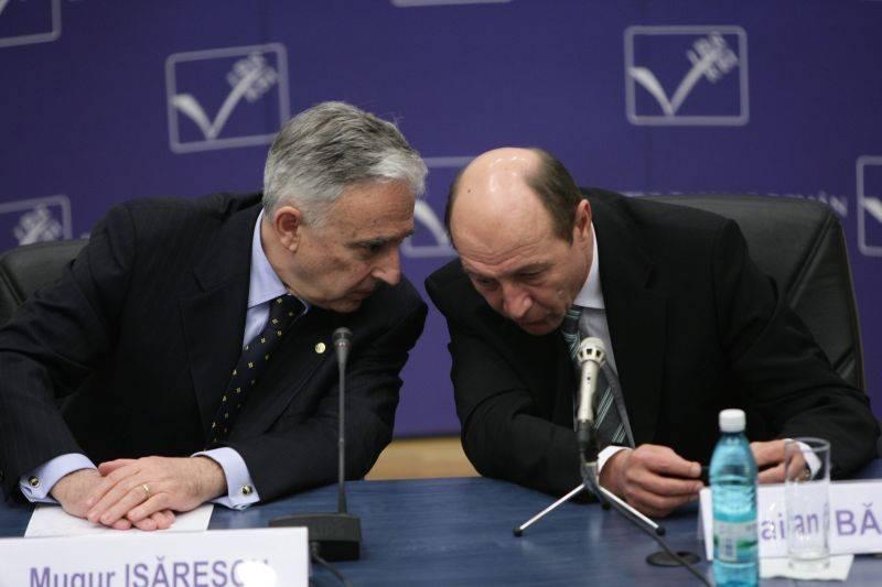 Mugur-Isarescu-si-Traian-Basescu