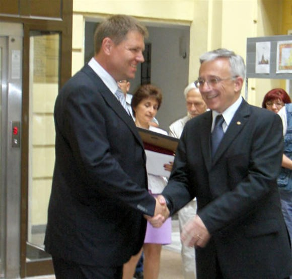 images_2014_12_10_iohannis_isarescu_700_800_90